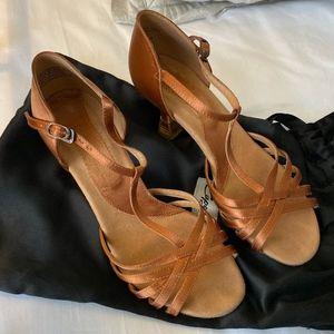 Capezio Ballroom Dance Shoes Cinnamon EUC